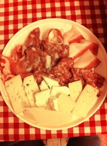 Giallo Polenta tagliere salumi e formaggi